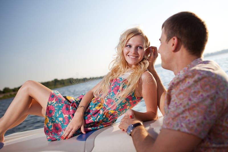 Potomstwo para na łodzi zdjęcia royalty free