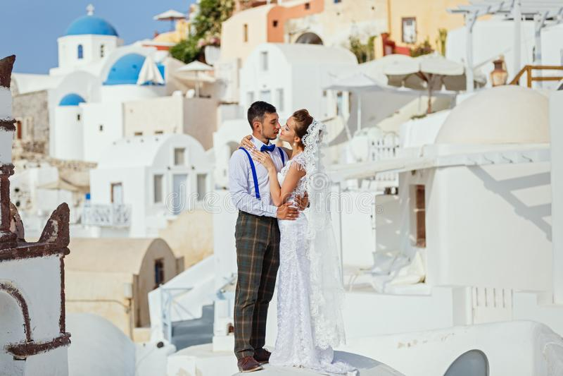 Potomstwo para na Santorini wyspy tle obraz royalty free