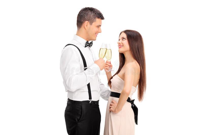 Potomstwo para robi grzance z winem obraz stock