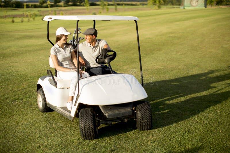 Potomstwo para w golfowej furze obraz royalty free