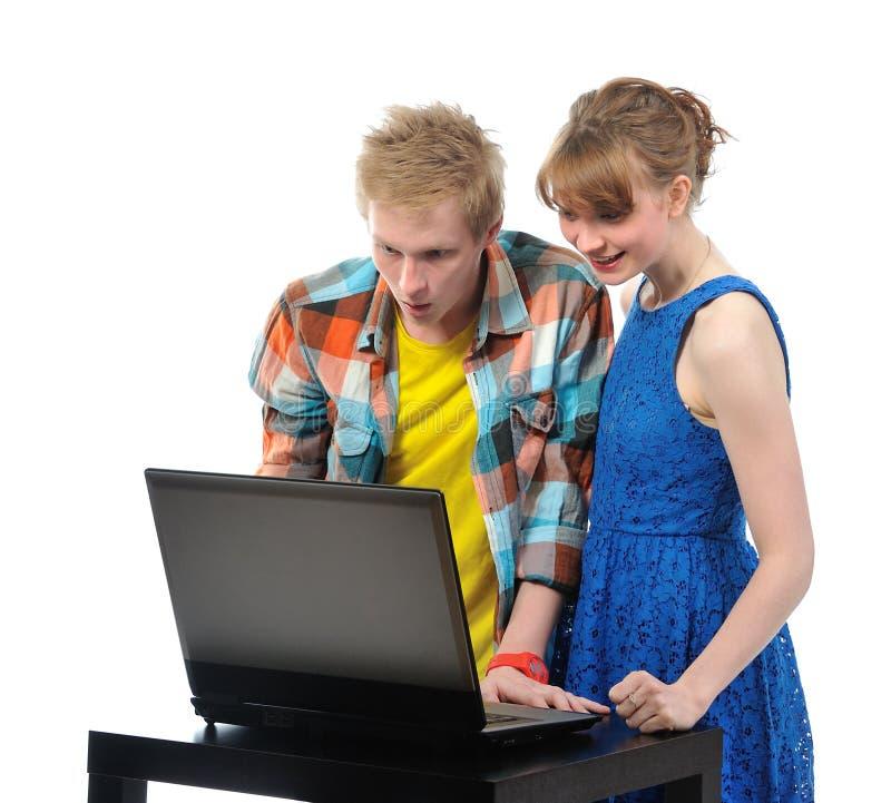 Potomstwo para z laptopem zdjęcie royalty free
