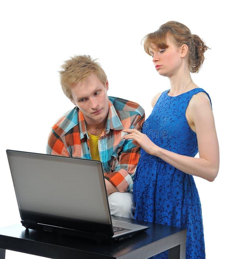 Potomstwo para z laptopem obrazy stock