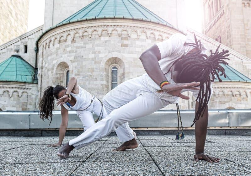 Potomstwo pary capoeira partnerstwo, spektakularny sport zdjęcie stock