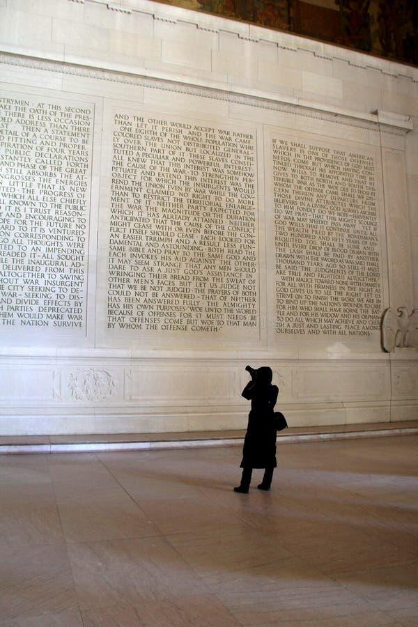 Potomstwo podróży fotograf bierze obrazki wśrodku ścian Lincoln pomnik, Waszyngton, DC, 2015 zdjęcia royalty free