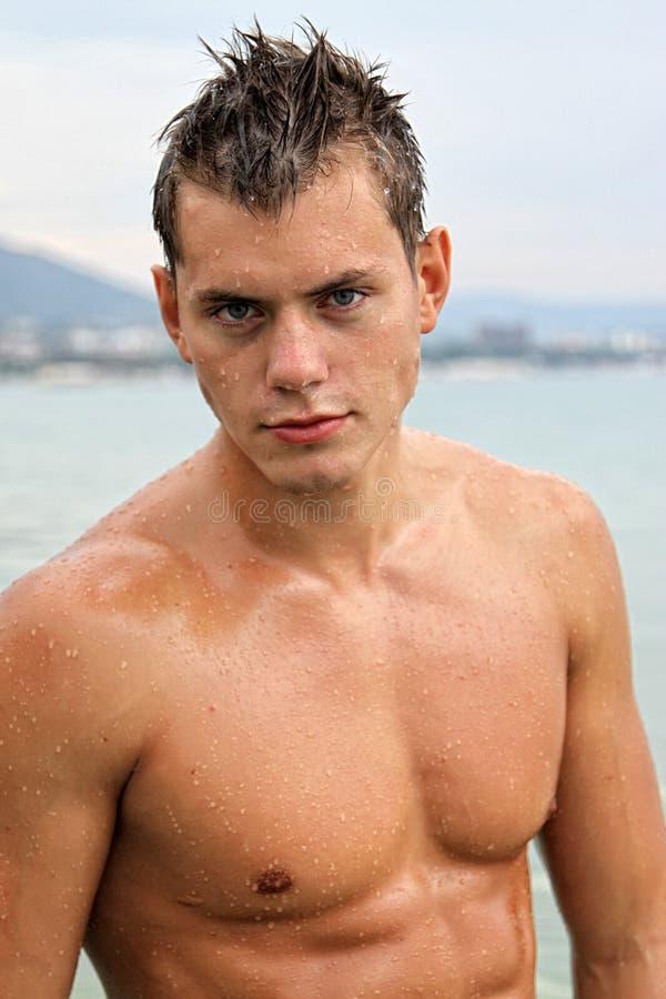 Potrait Dell Uomo Sexy Bagnato Del Muscolo Fotografia Stock