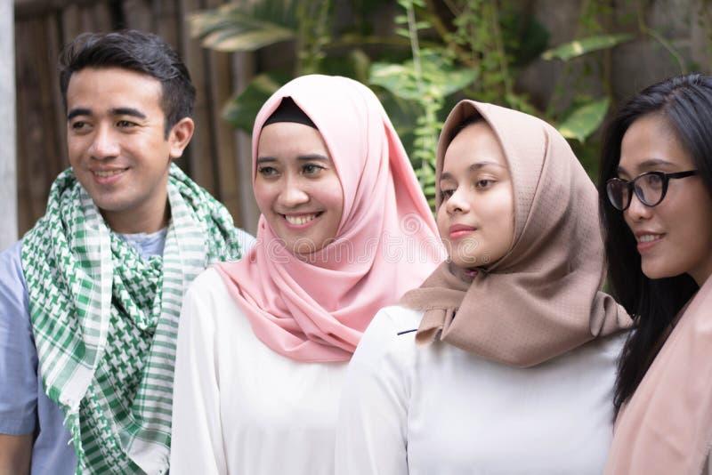 Potrait grupa dostaje grupy mężczyzna i kobiety na eid mub który zdjęcia royalty free