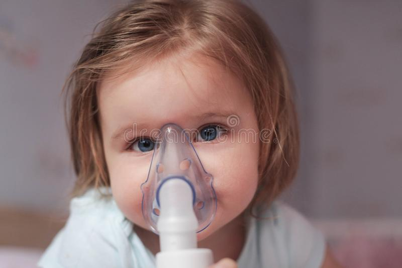 Potrzeba używać inhalator fotografia royalty free