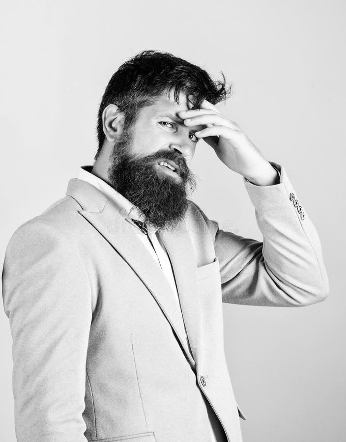 potrzeby myśl Mężczyzna twarzy zdegustowany wątpliwy główkowanie wątpienia niektóre Modniś brodata twarz pewna w coś fotografia stock