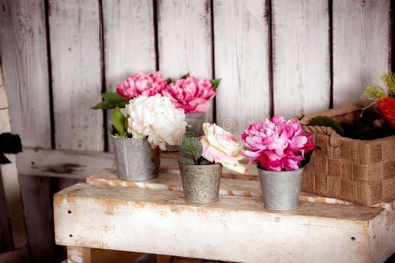Download Pots avec des fleurs photo stock. Image du accroissement - 77159710