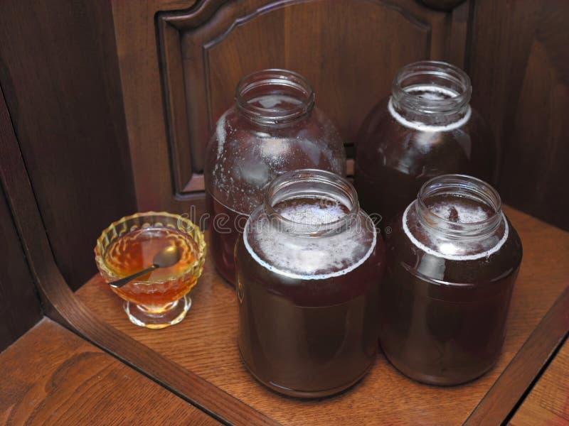 pots avec du miel photographie stock