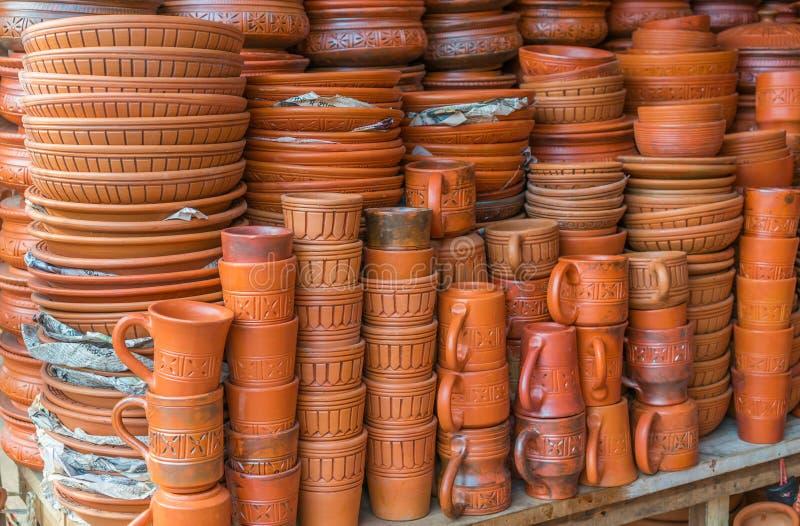 Pots d'argile avec des arts images libres de droits