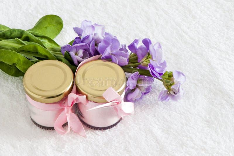 Pots de rose naturel de poudre photographie stock
