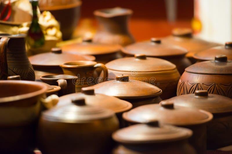 Pots en céramique de l'argile images libres de droits