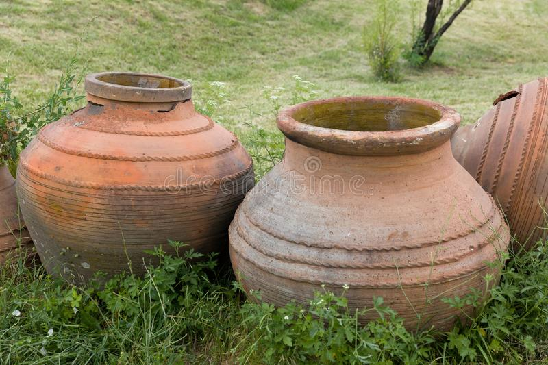 Pots en céramique romains antiques photo libre de droits
