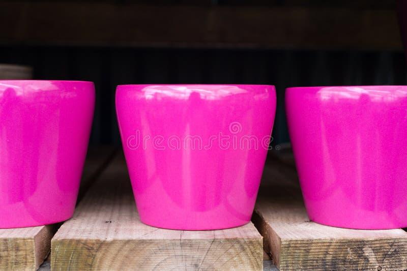 Pots roses vitrés images libres de droits