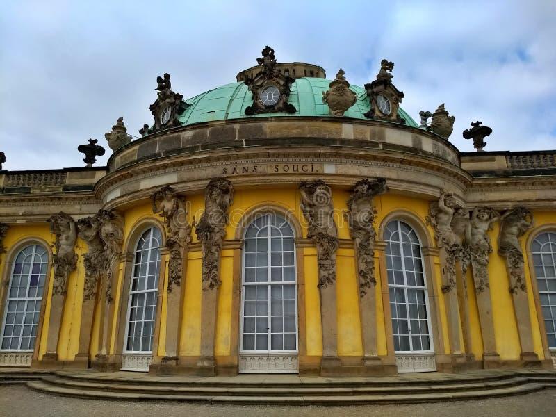 Potsdam/Alemanha - 24 de março de 2018: Sem Souci Palance, construção principal fotografia de stock royalty free