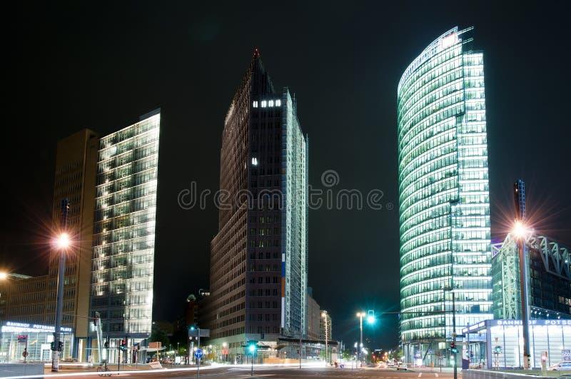 Potsdamer Platz em Berlim na noite fotografia de stock royalty free