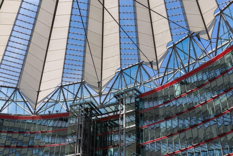 Potsdamer platz, futurystyczna dachowa kopuła Sony centrum zdjęcie royalty free