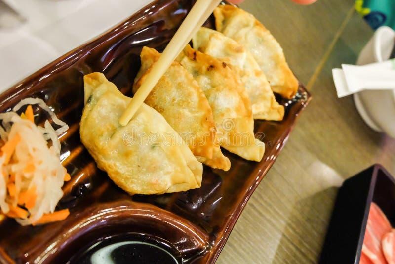 Potstickers vegeterian asiatiques de Gyoza avec la sauce de soja images stock