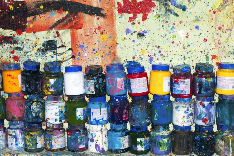 Potten van acrylkleuren royalty-vrije stock foto's