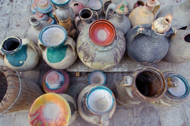 Pottery: talerze, dzbany, miski, wieczka, naczynia. Artefakty archeologiczne zdjęcia stock