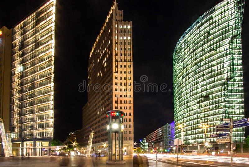 Potzdamer Platz in Berlijn bij nacht, Duitsland stock afbeeldingen