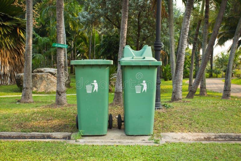 Poubelle de déchets image libre de droits