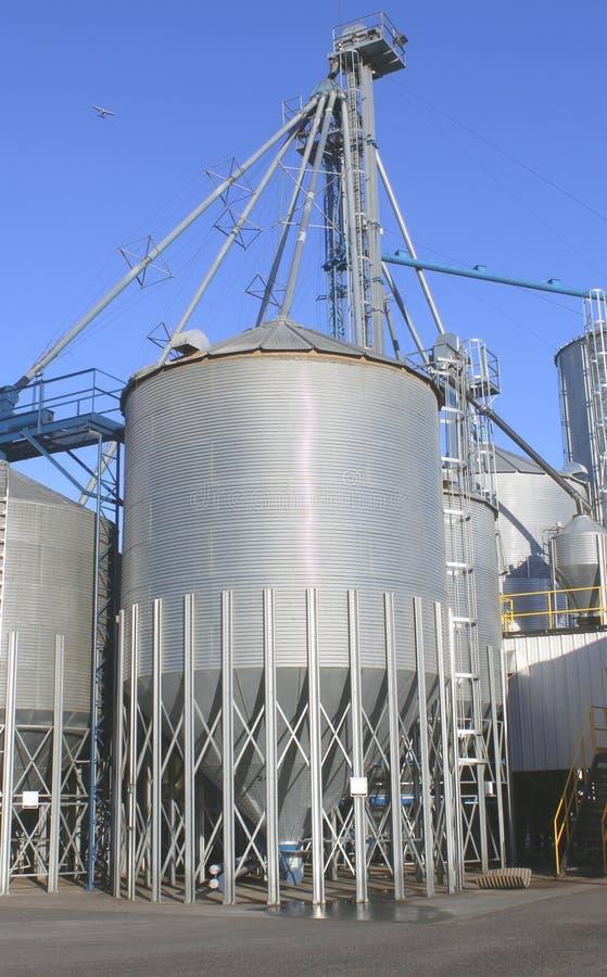 Poubelle industrielle de grain photographie stock