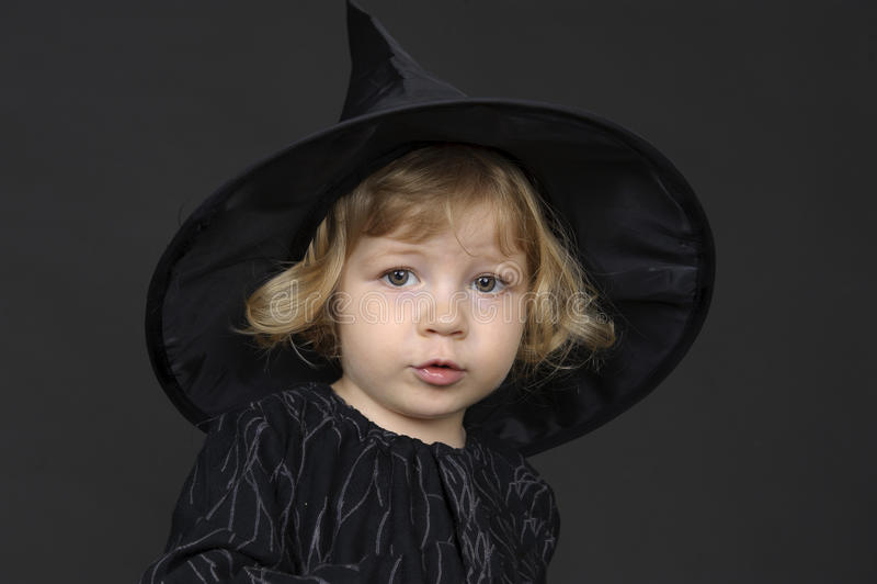 Pouca bruxa de Halloween fotografia de stock royalty free