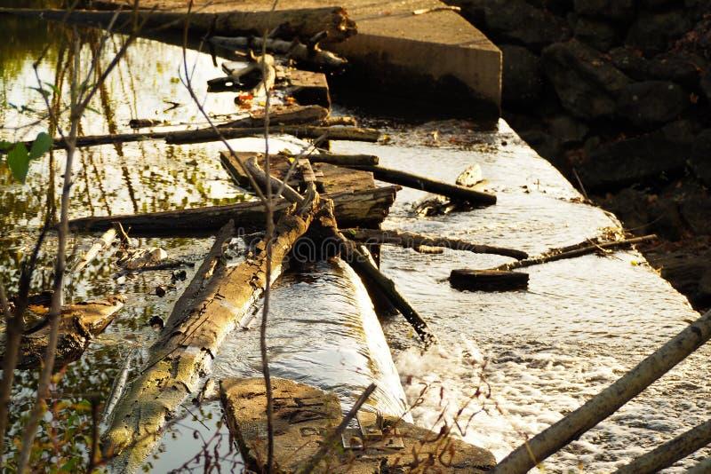 Pouca cachoeira no munguia do por do sol fotos de stock royalty free