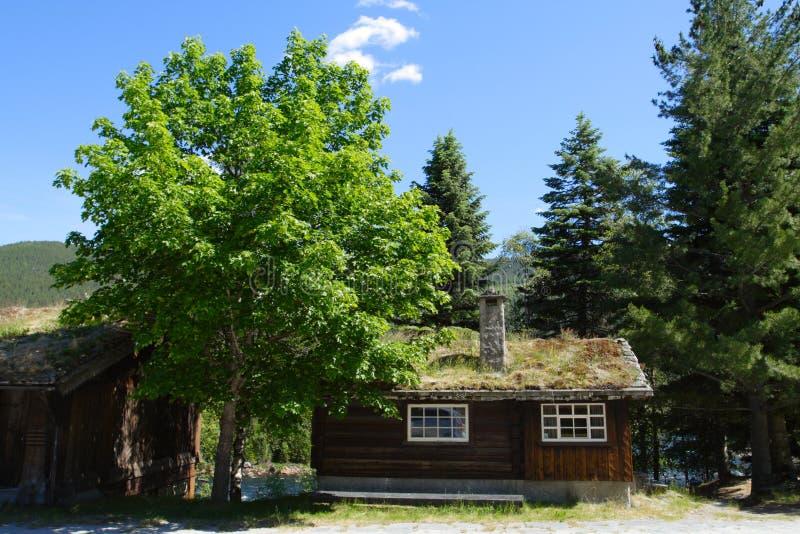 Pouca casa de madeira imagens de stock