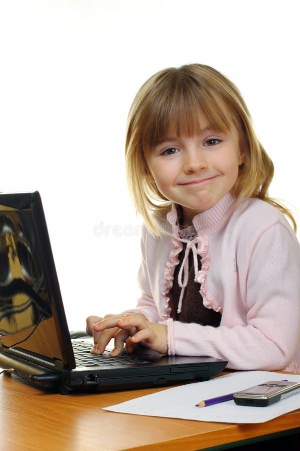 Pouca menina do negócio com um caderno fotos de stock