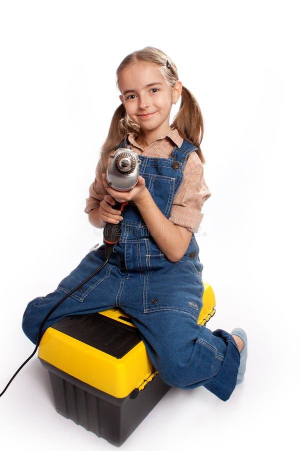 Pouca menina mestra com broca foto de stock
