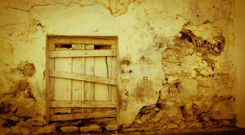 Pouca porta de madeira foto de stock