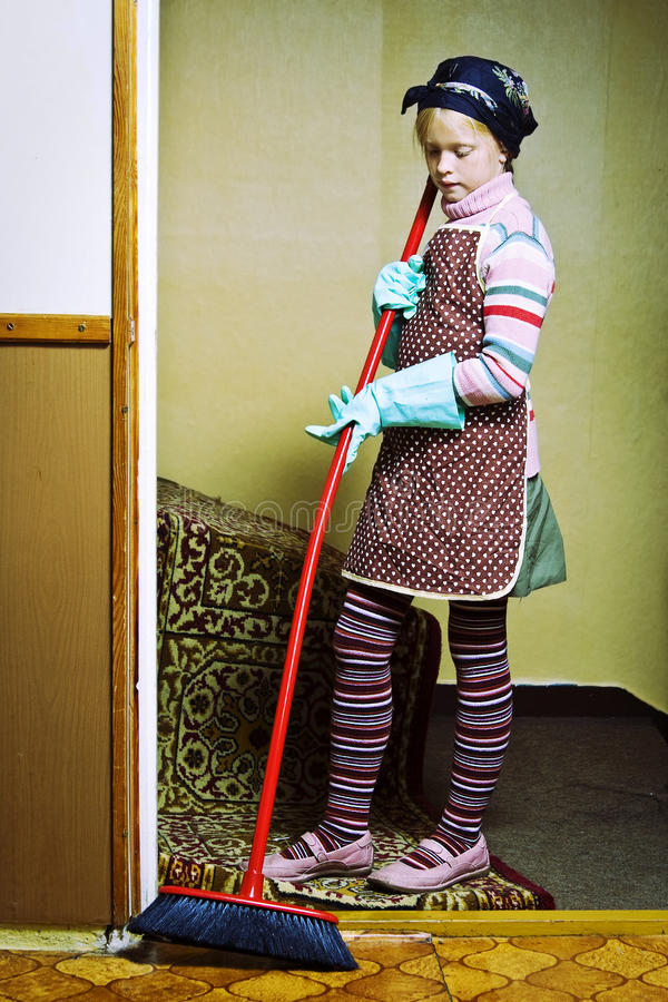Pouca senhora de limpeza imagens de stock