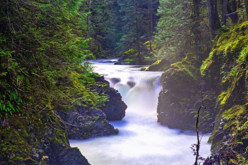 Poucas quedas de Qualicum, um destino popular na ilha de Vancôver, BC Canadá fotos de stock