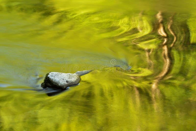 Poucas reflexões do rio imagens de stock royalty free