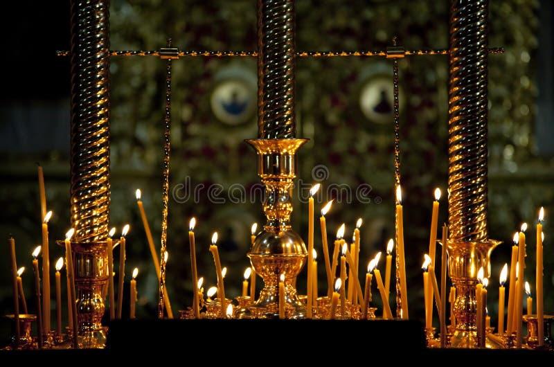 Download Velas em uma igreja foto de stock. Imagem de rússia, interior - 29839826
