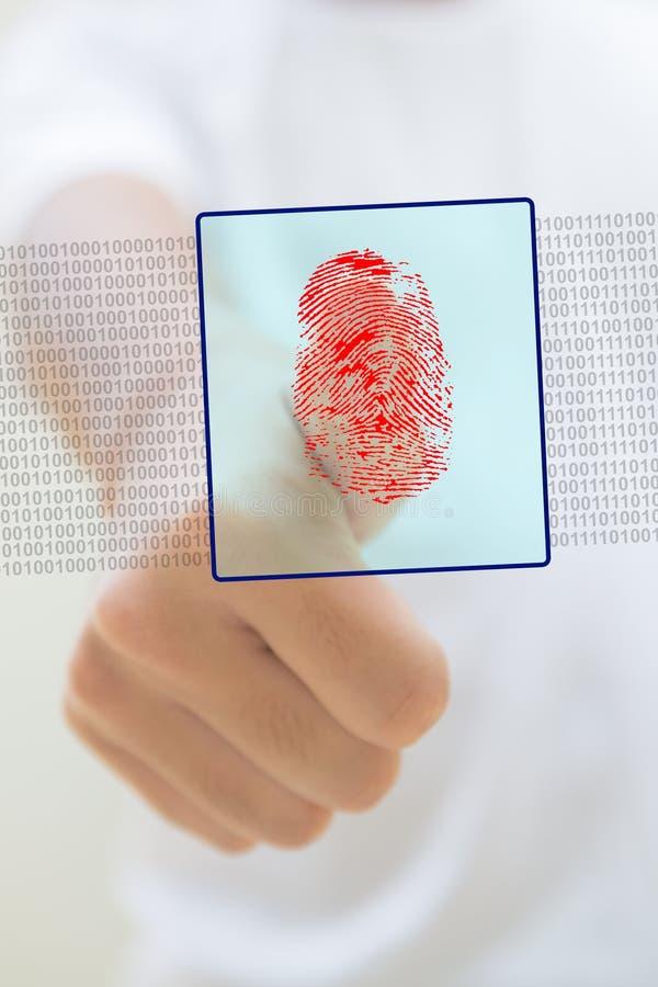 Pouce avec une empreinte digitale rouge image libre de droits