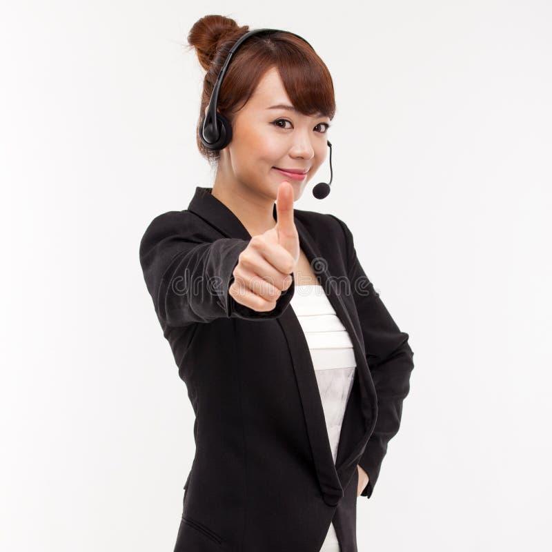 Pouce d'exposition de femme d'affaires d'opérateur de centre d'attention téléphonique. photographie stock
