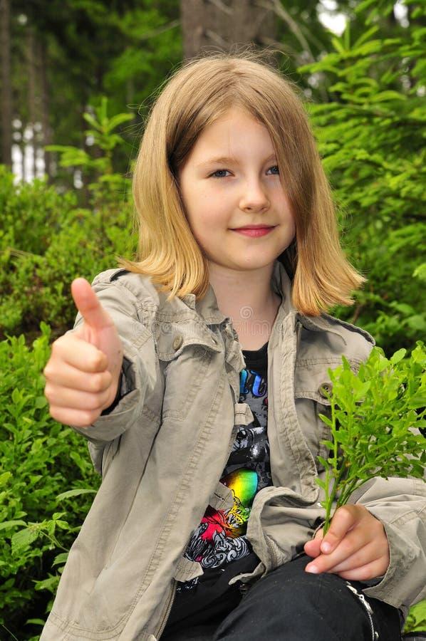 Pouce de doigt d'enfant normal photographie stock libre de droits