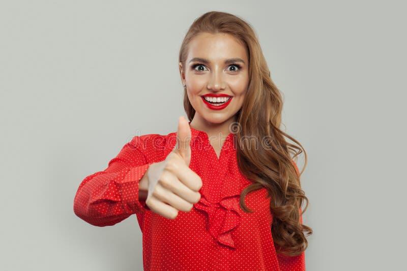 Pouce modèle heureux et sourire émotion Expressions du visage expressives images libres de droits