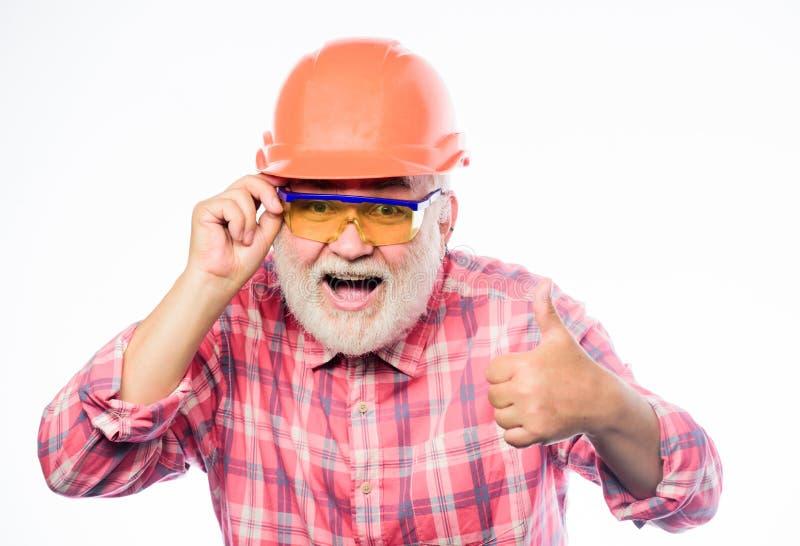 Pouce vers le haut réparation et difficulté d'architecte carrière de travailleur d'ingénieur homme barbu mûr dans le casque antic photo libre de droits