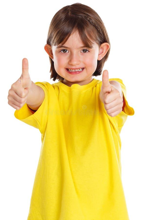 Pouces de sourire de succès d'enfant d'enfant de fille jeunes d'isolement sur le blanc image libre de droits