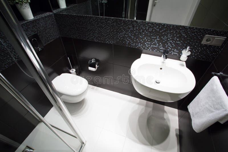 Pouco banheiro fotos de stock