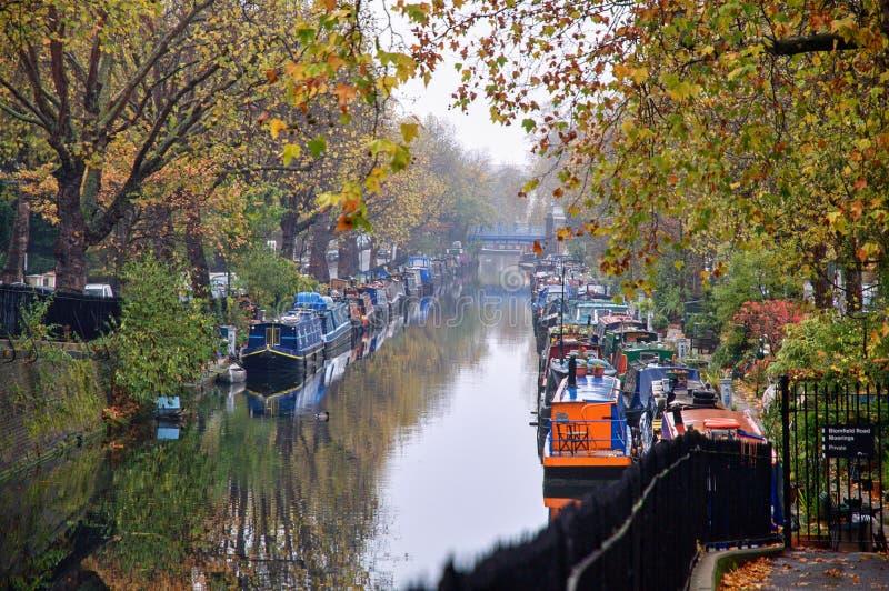 Pouco canal de Veneza em Londres no outono fotos de stock royalty free