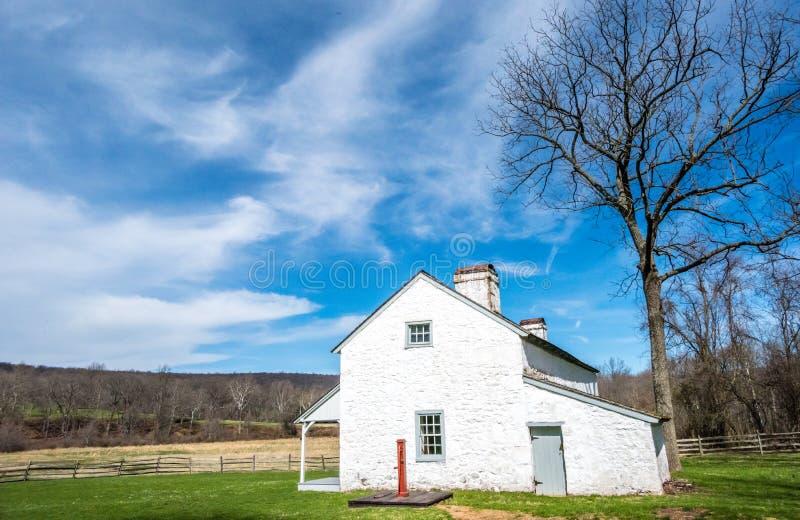 Pouco casa na pradaria de Pensilvânia fotos de stock royalty free