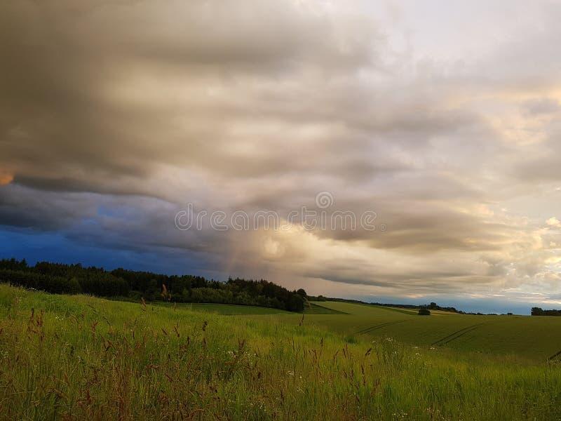 Pouco chuveiro da nuvem fotografia de stock