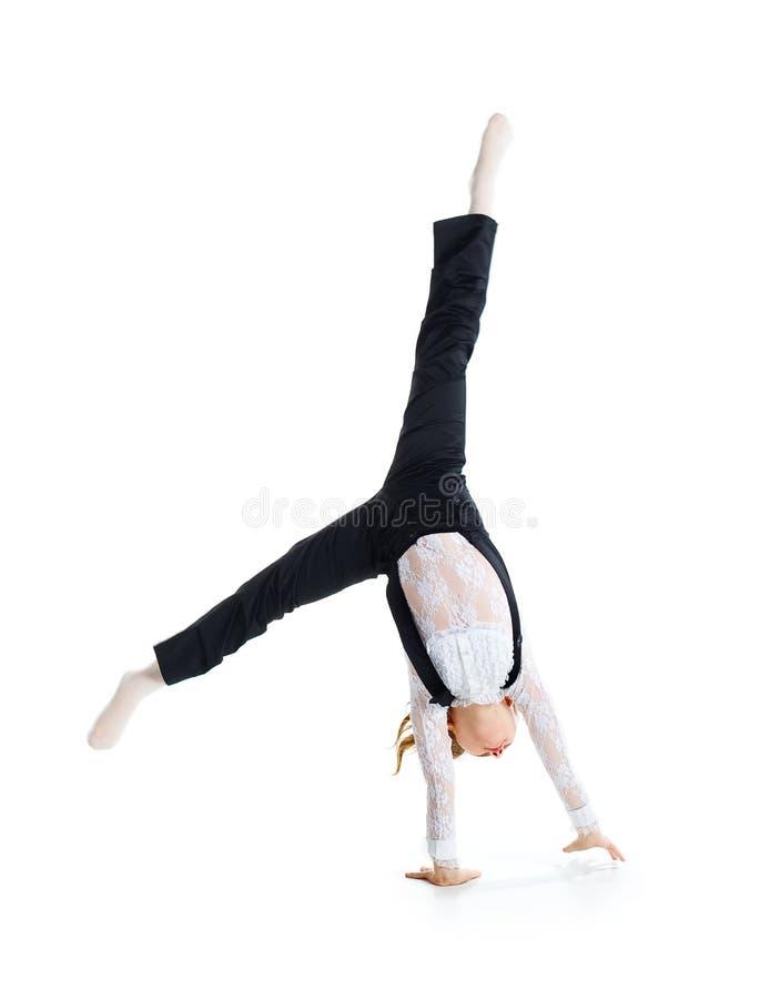 Pouco dançarino de bailado faz o cartwheel foto de stock royalty free