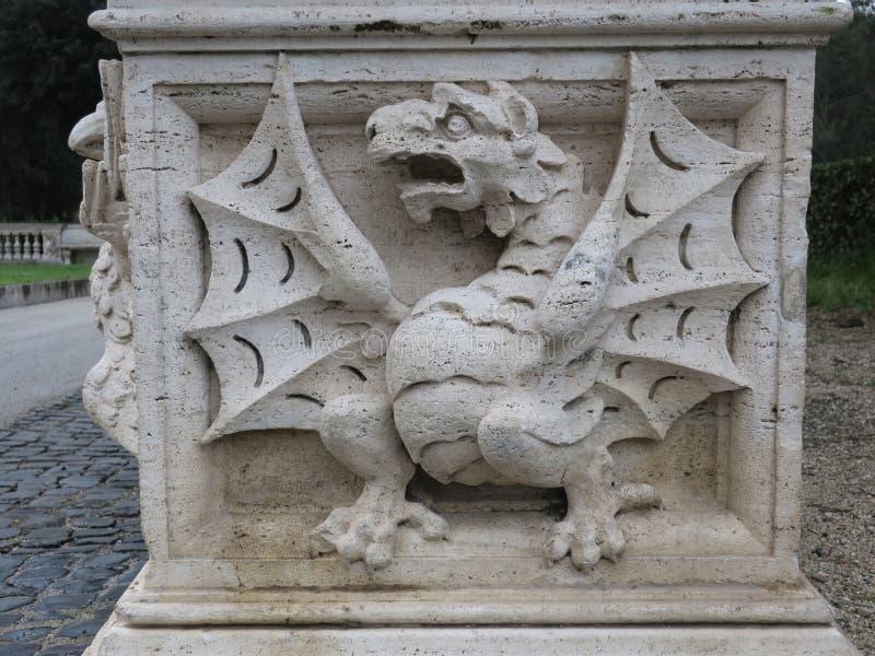 Pouco dragão na casa de campo borghese em Roma imagens de stock